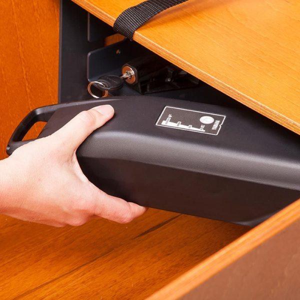 vano porta batteria nel cassone sotto la panchetta per i bimbi