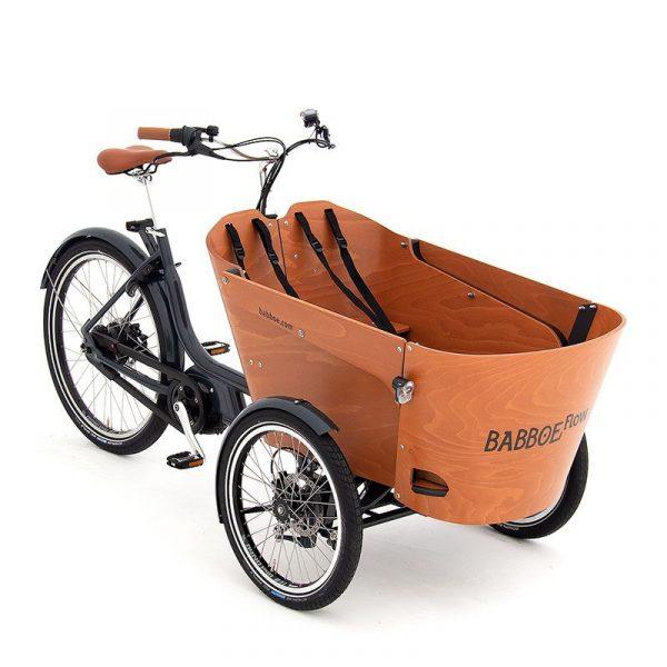 BABBOE FLOW MOUNTAIN CARGO BIKE - La Babboe Flow Mountain è una bici da carico elettrica a tre ruote, dove giri il manubrio ma non il cassone. Le ruote anteriori ruotano indipendentemente dal cassone anteriore in una curva. Questo offre un'esperienza di ciclismo molto familiare.