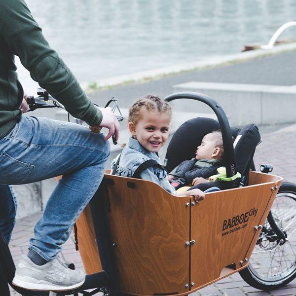 Adattatore per cargo bike babboe porta ovetto Maxi Cosi by Steco - come risulta montato e con l'ovetto nella Babboe City